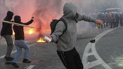 policia-reprime-atenas-manifestacion-acuerdos_tinima20120212_0586_5